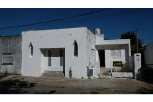 Casa con salon Centenario
