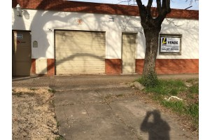 Casa c/galpon sobre Bv. Paraguay