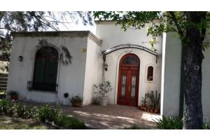 Casa en barrio Viajantes calle 16