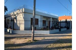Casa Av. Illia esquina Balboa